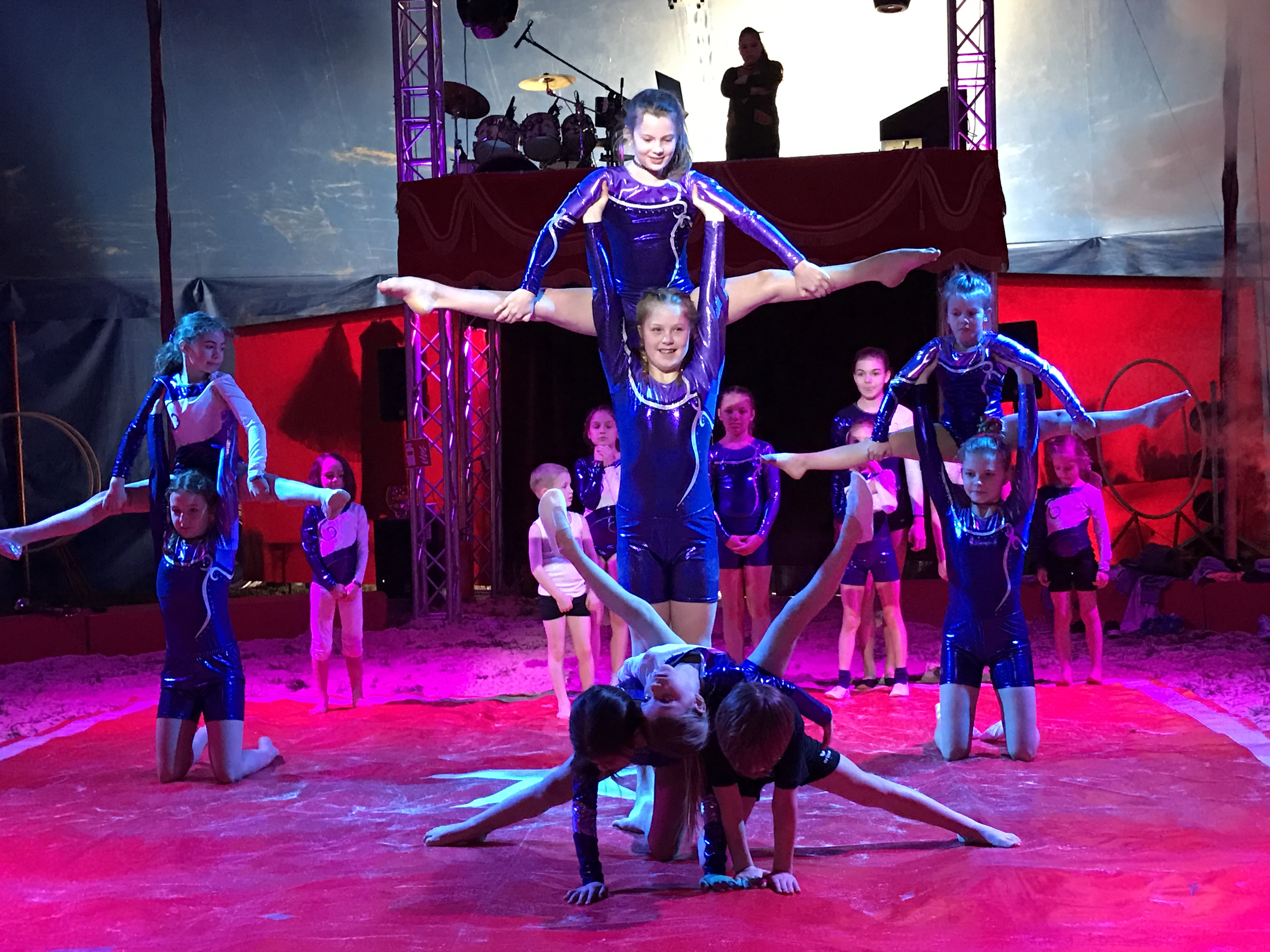 Maxglaner Nachwuchsakrobaten Im Zirkus
